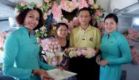 Lể kỷ niệm ngày cưới trên máy bay của hãng Vietnam Airlines Lể kỷ niệm ngày cưới trên máy bay của hãng Vietnam Airlines
