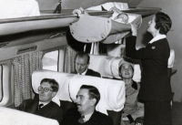 Trẻ em đi máy bay cách đây 60 năm thú vị như thế này đây