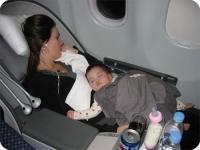 Trẻ sơ sinh có được lên máy bay không?